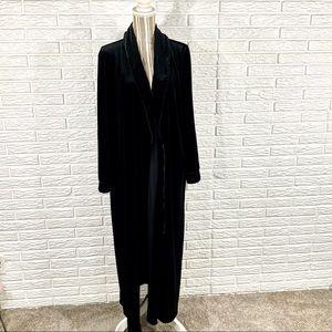 Gilligan & O'Malley | Long Black Velvet Robe